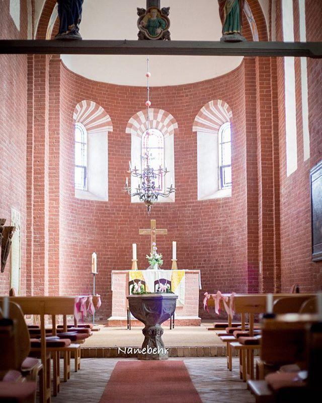 #WeddingWednesday mit einem Bild des Inneren der Kirche, in welcher wir geheiratet haben.  #daily #wedding #AnneundPeterheiraten #braut2015 #hochzeit2015 #mai2015 #kirchediesdorf #filmkind_nanebehr #AnneundPeter