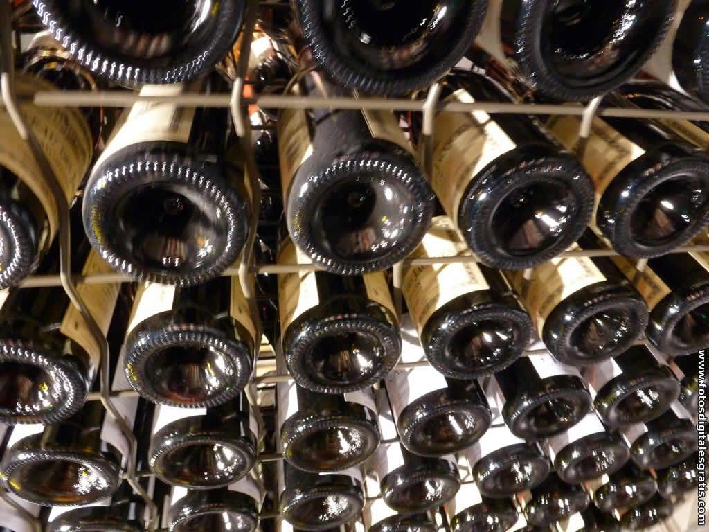 Bodega Con Botellas De Vino Tinto, Fondo De Pantalla