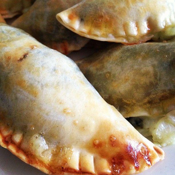 Empanadas De Espinacas Con Queso De Cabra Y Pasas Empanada De Espinacas Empanaditas Dulces Dulces Y Salados