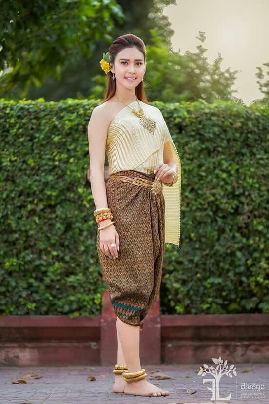Beautiful Khmer girl in Cambodia traditional costume. She smile and ...