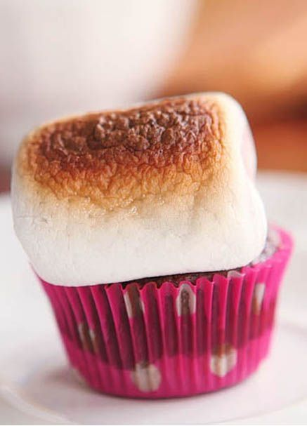Kevin and Amanda's S'mores Cupcakes |  #Amanda's #cupcakes #Kevin #S'mores