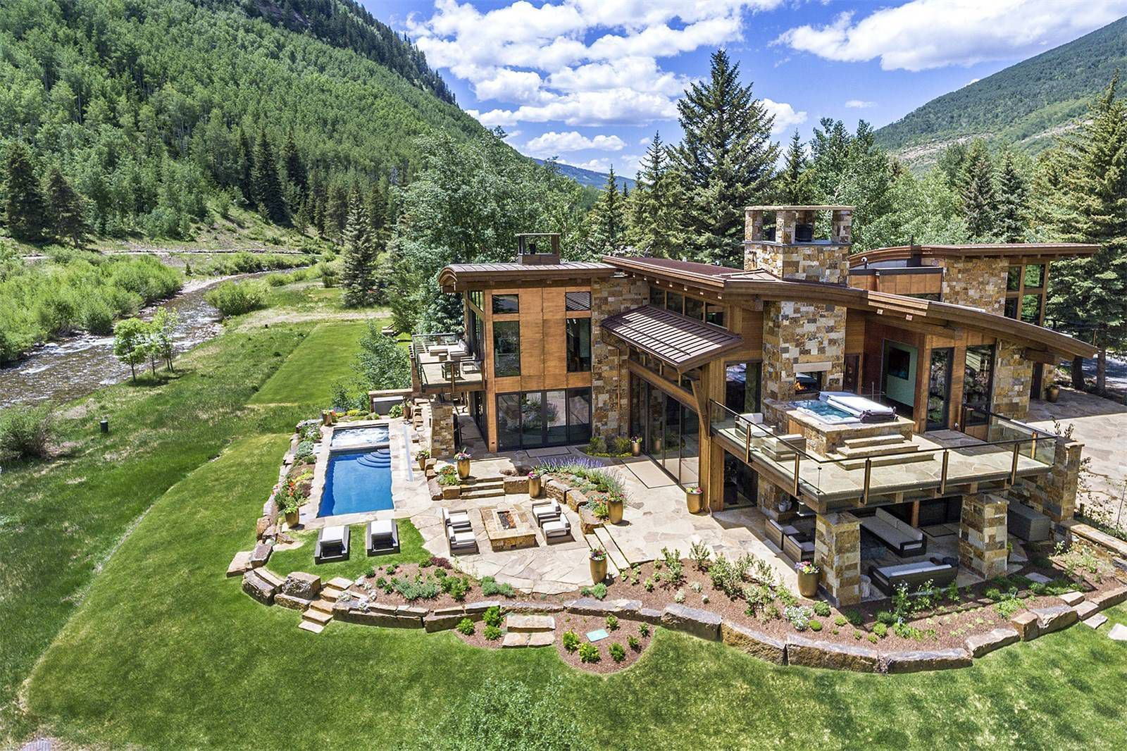 10 Gorgeous Homes That Get Luxe Mountain Living Right Rustic House Mountain Living Mansions Mountain living real estate