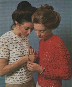 The Full Edwardian Bun That Was Popular In The 70s Does Not Look Wild But Somehow Inspiring Repinned By Www Blucats Com