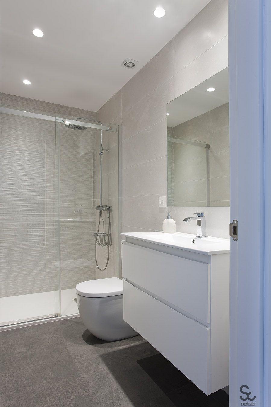 Me gusta este ba o colores mueble lavabo water ducha y for Cuartos de bano modernos con ducha