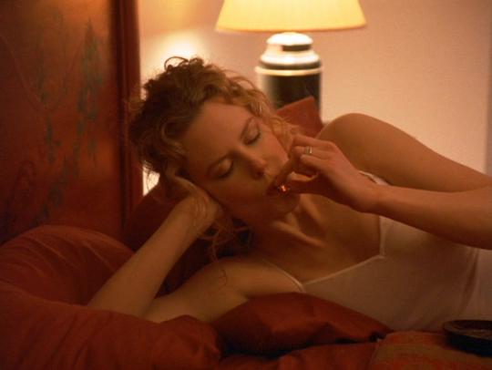 Palenie jointa w łóżku