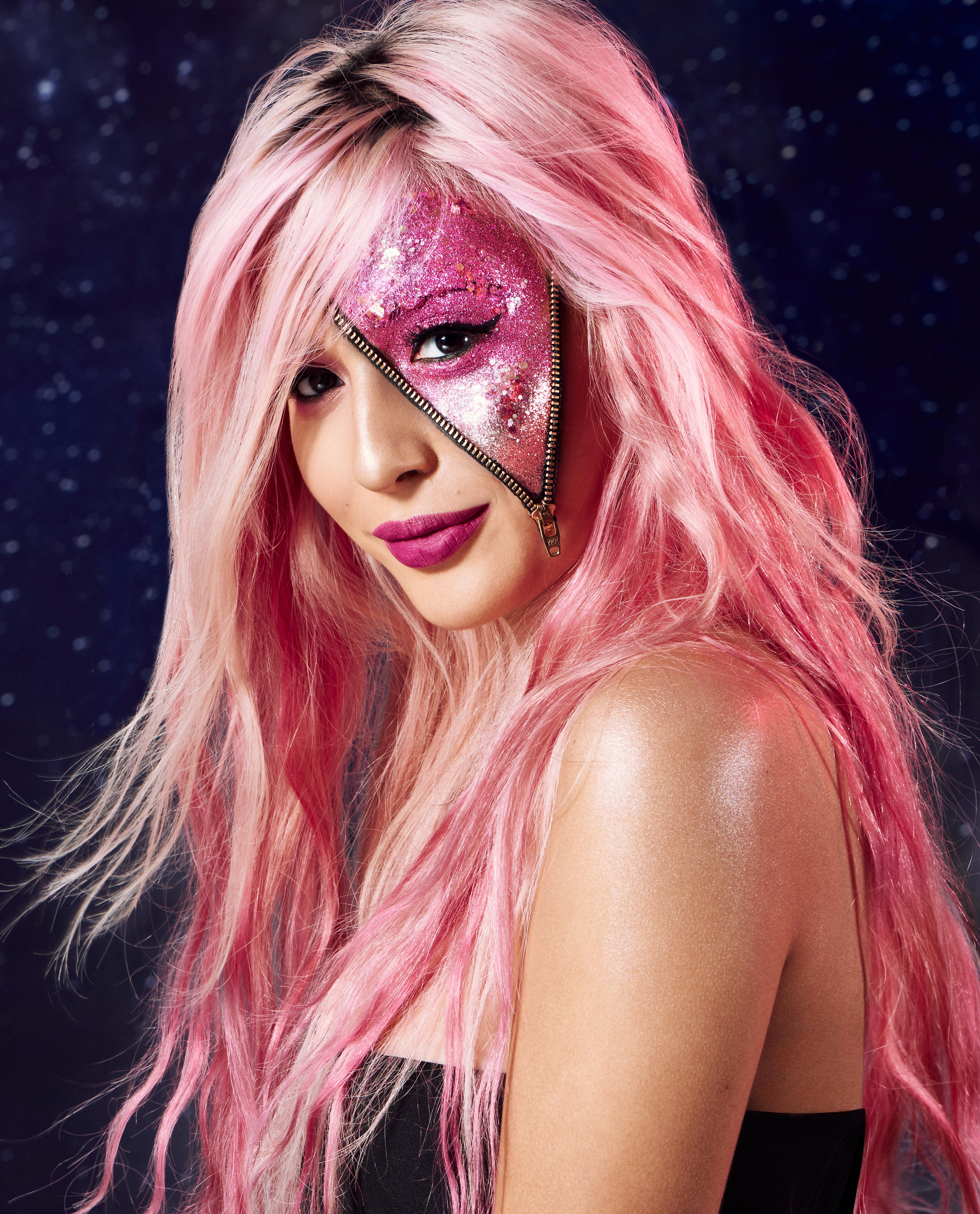 Halloween Hair Ideas 2018 Glitter Zip Looking For Some Fun Halloween Costume Ideas Or Some Cool Spoo Halloween Hair Halloween Makeup Amazing Halloween Makeup