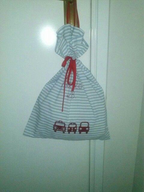 Bolsa de ropa para la guardería, bordada 12€
