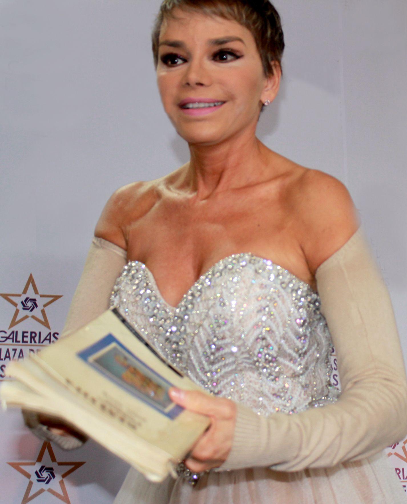 Roxana Chavez Nude Photos 53