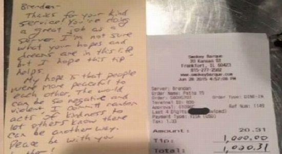 Para retribuir a gentileza e o bom atendimento em um restaurante em Frankfort, no estado de llinois (EUA), um cliente decidiu dar US$ 1 mil (cerca de R$ 3 mil) de gorjeta a um garçom.