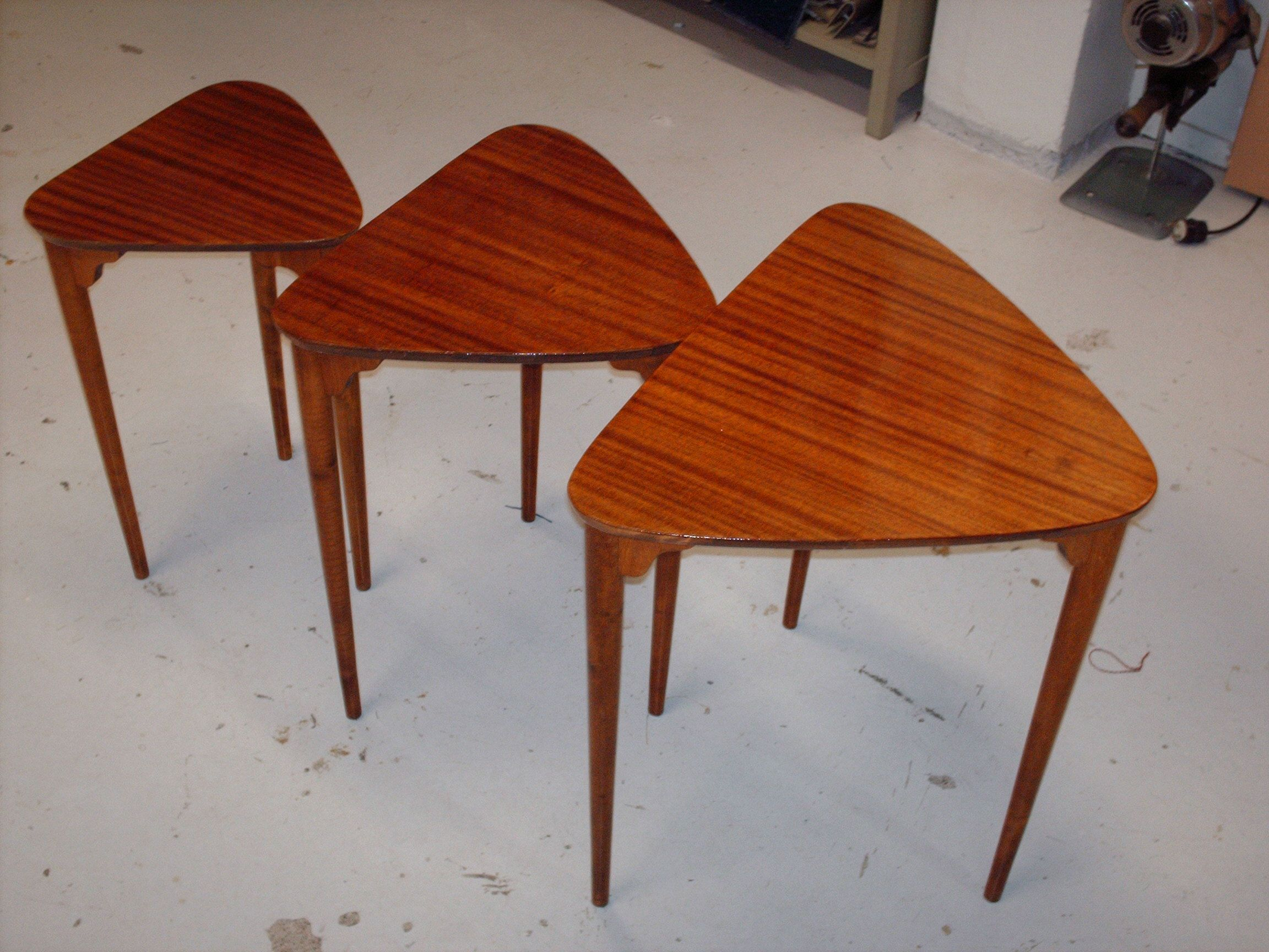 50-luvun sarjapöytä uudelleen lakattu