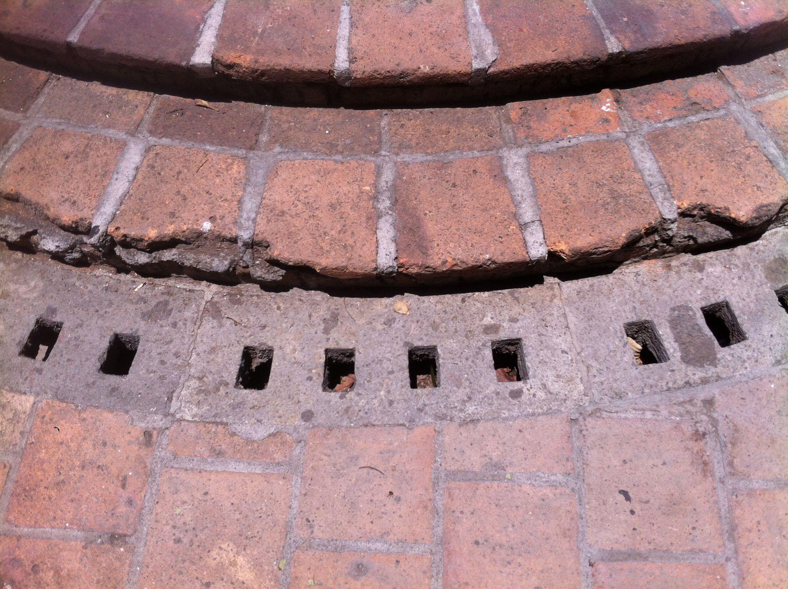 Rejilla para desagüe pluvial, concreto, hecha a mano, Instituto cultural Cabañas