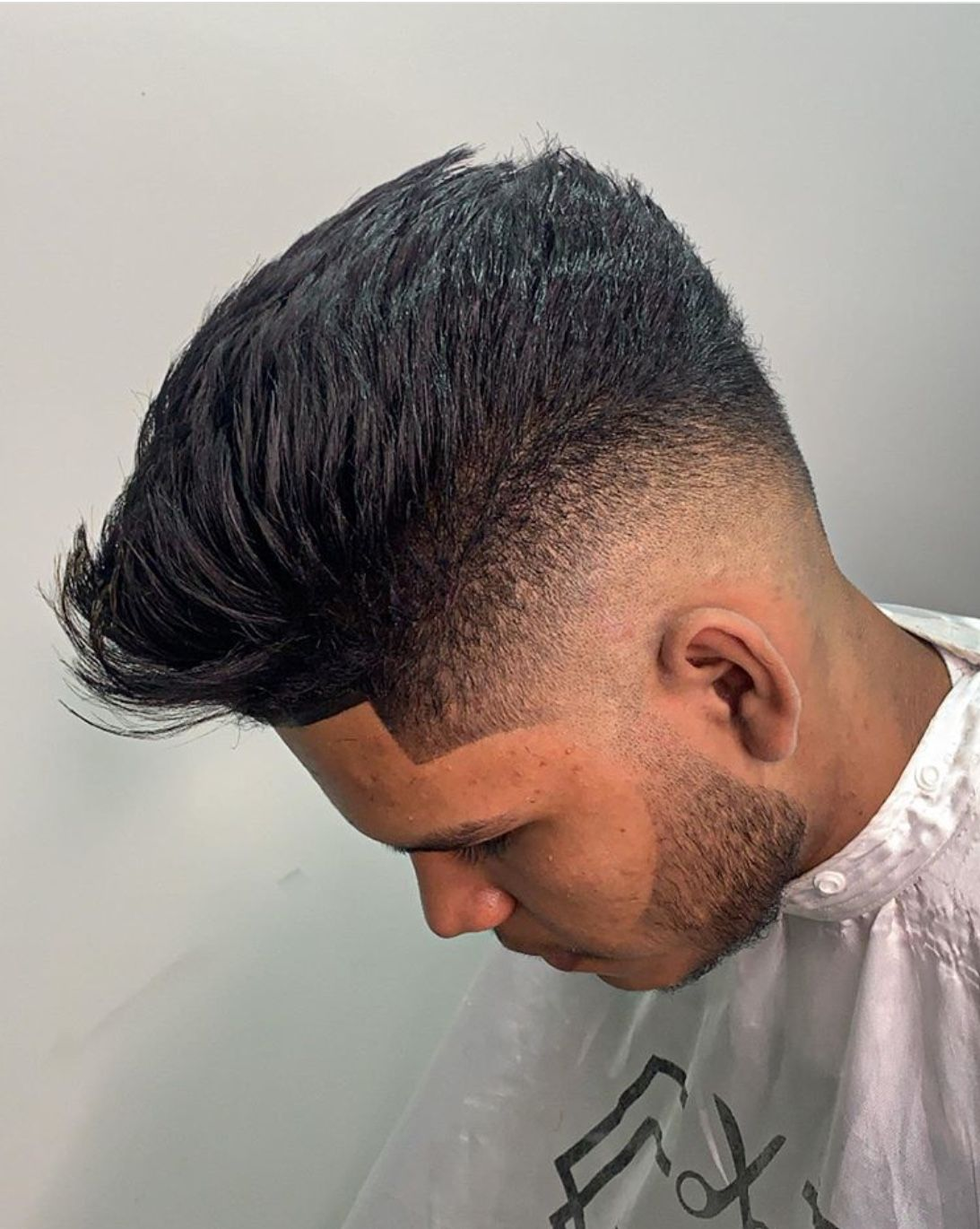 18 Fade Haircut Styles For Men The Glossychic In 2020 Fade Haircut Styles Fade Haircut Best Fade Haircuts