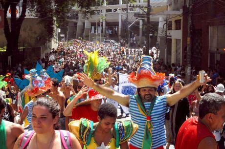 A prefeitura de São Paulo prometeu apoiar os desfiles dos blocos de rua independentes, que têm tido dificuldade para conseguir autorização das subprefeituras.