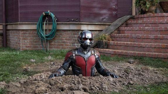 'Batman v Superman' director throws shade at... Marvel's 'Ant-Man'?