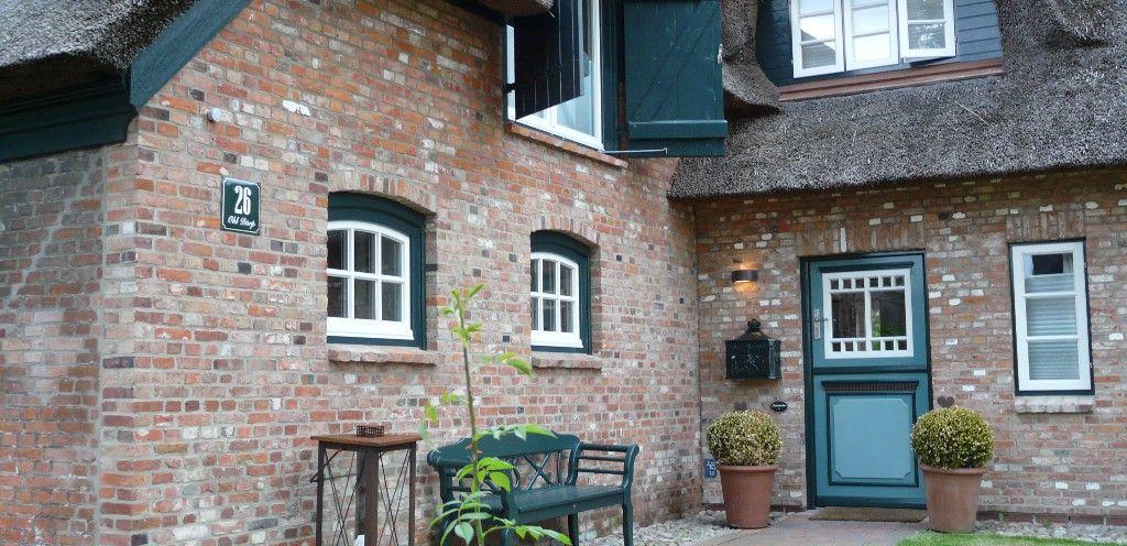 friesenhaus auf f hr die hoffassade tolle h user pinterest friesenhaus f hr und holzbank. Black Bedroom Furniture Sets. Home Design Ideas