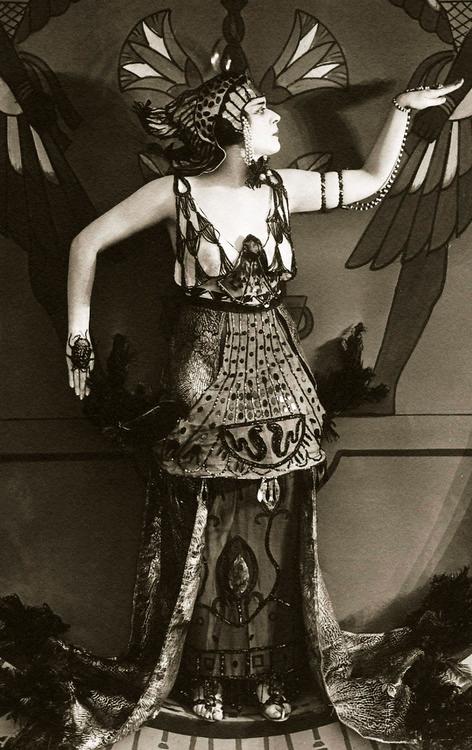 Theda Bara As Cleopatra 1917 Cleopatra Publicity Shot Theda