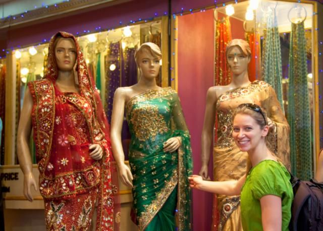 Essential Things to Know When Buying a Sari in India | India clothes, India  dress, India sari