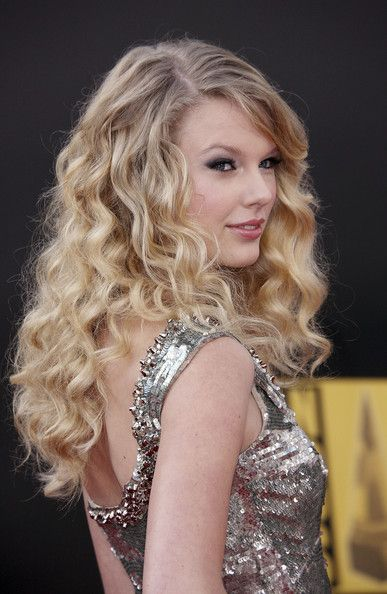 Taylor Swift From The Fearless Era Taylor Swift Hair Taylor