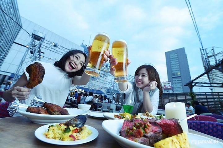 japankuruCheers on the roof! ※ BEER GARDEN <TOKYO · KOSORA> @ Lumine Shinjuku  Lumine 1 Top Roof  #lumine #beergarden #beer #shinjuku #bbq #japankuru #japan #cooljapan #tokyo #100tokyo #summer #kosora