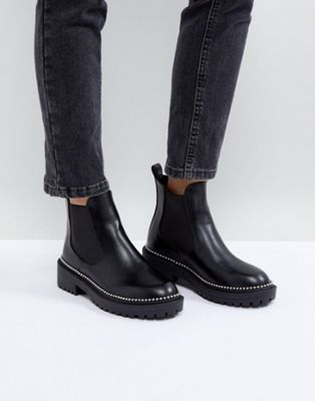 Pin By Moniczek On Young Wild Free Chelsea Boots Outfit Chelsea Boots Black Chelsea Boots