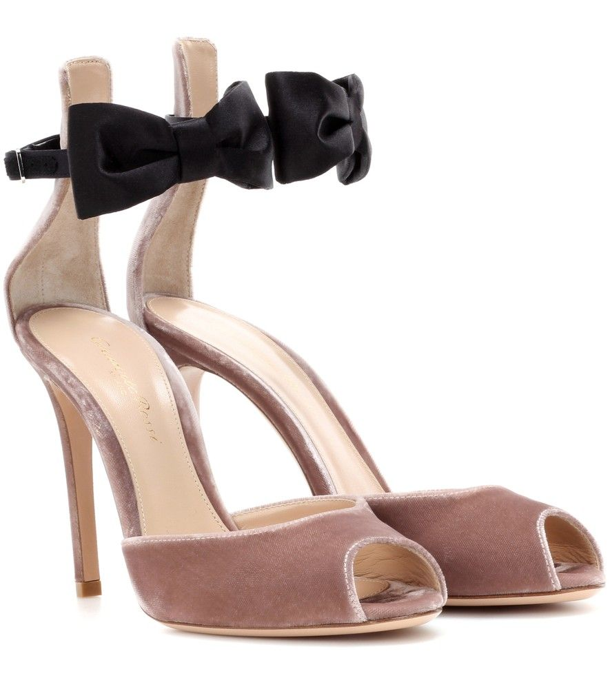 Exclusive to mytheresa.com - satin sandals Gianvito Rossi Uo5FVMYAy