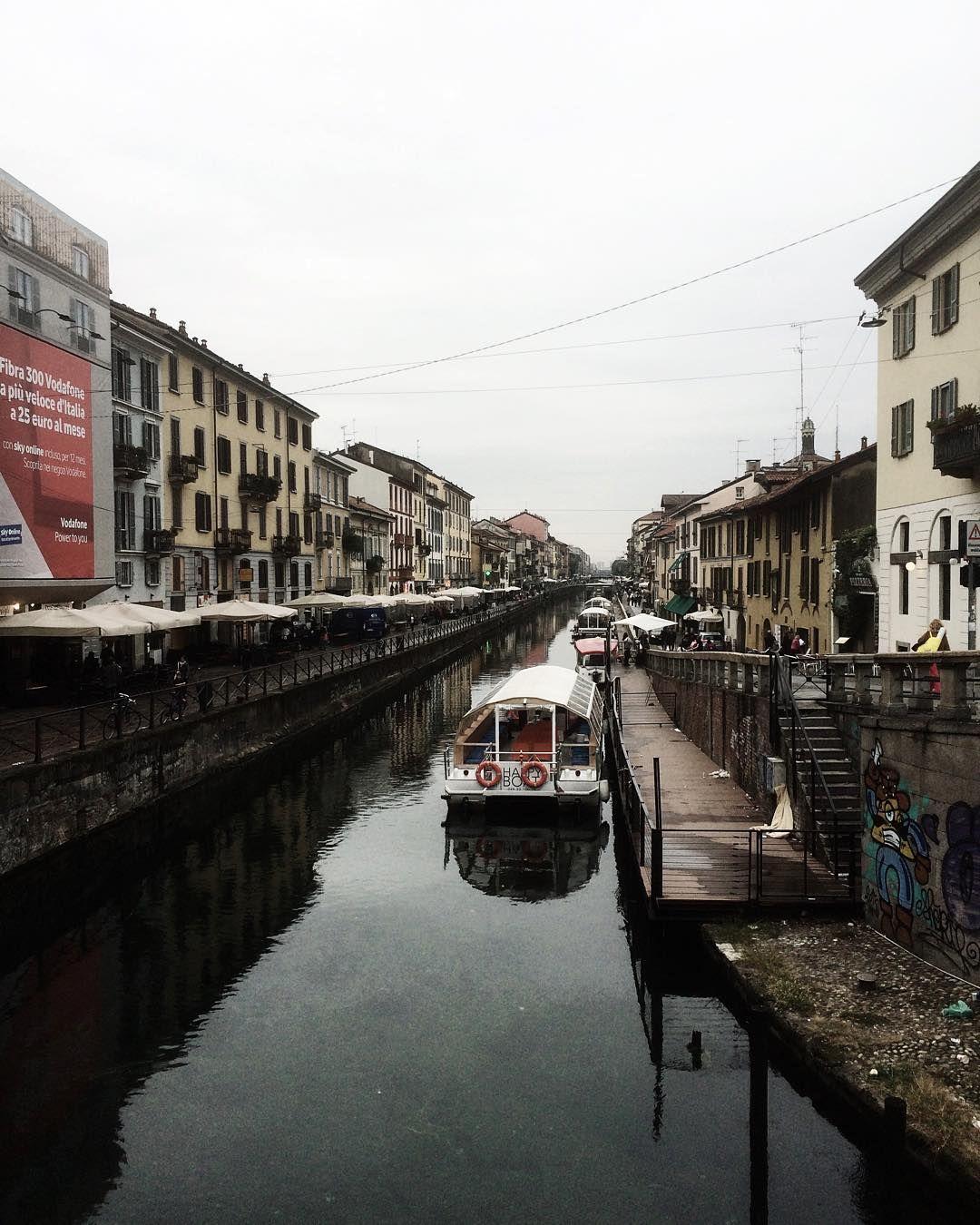 Milano non è grigia è diversamente colorata. Naviglio Grande  Milan  #VSCOcam #cielybianchy by puma_36