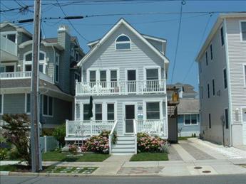 25 52nd Street 1st Floor Sea Isle City Nj Summer Rental From Landis Co Shore House House Styles Sea Isle City