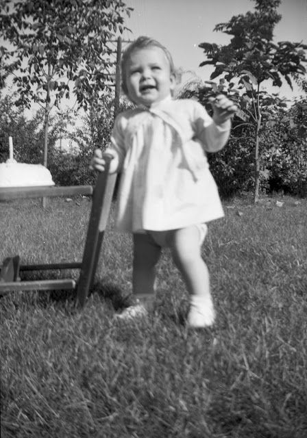 The Birthday Girl - Adorable Vintage Snapshots of a Little Girl Posing With Her Birthday Cake Each Year from When She Was One Year Old in 1948  http://feedproxy.google.com/~r/vintageeveryday/~3/WQKQ3EVcLzU/the-birthday-girl-adorable-vintage.html