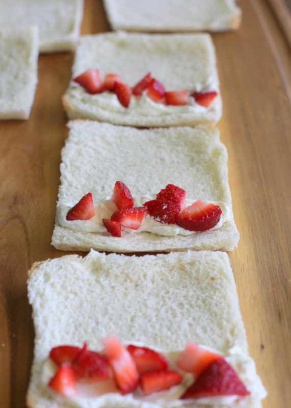 French Toast Roll-Ups - The Girl Who Ate Everything #frenchtoastrollups
