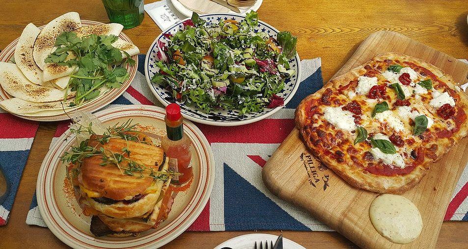 Tripadvisor Integra El Servicio De Entrega De Comida A Domicilio Deliveroo Para Viajeros En 12 Paises Delicious Healthy Recipes Food Best Fast Food