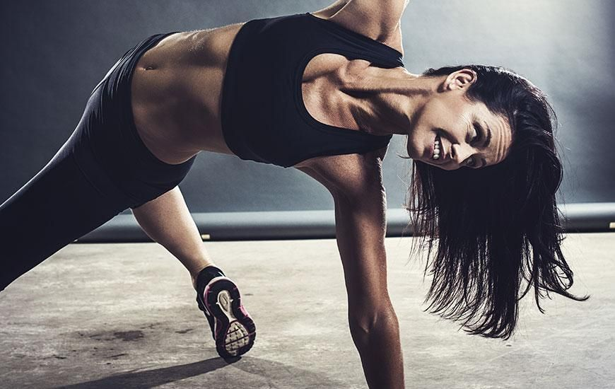 10 Quickie Ab Workouts That Will Whip You Into Shape Detox Body Mind Workout Quick Ab