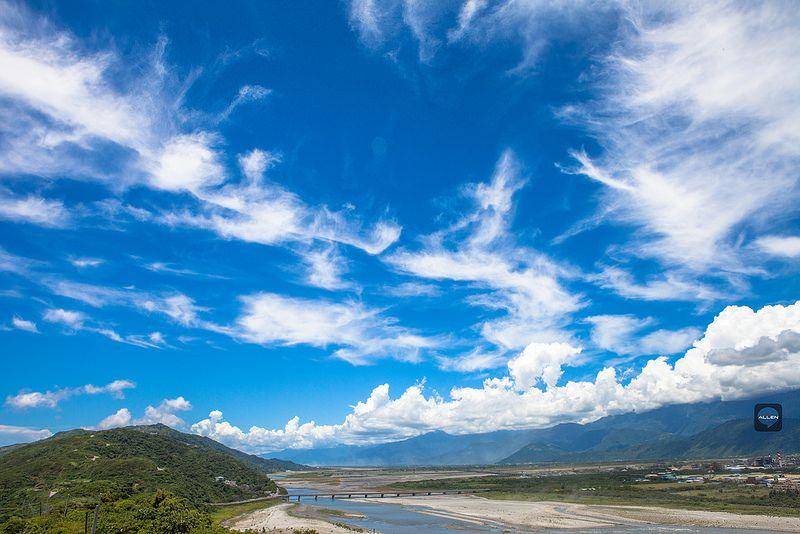 夏戀藍天雲彩 #花蓮大橋 #BlueSky #cloud