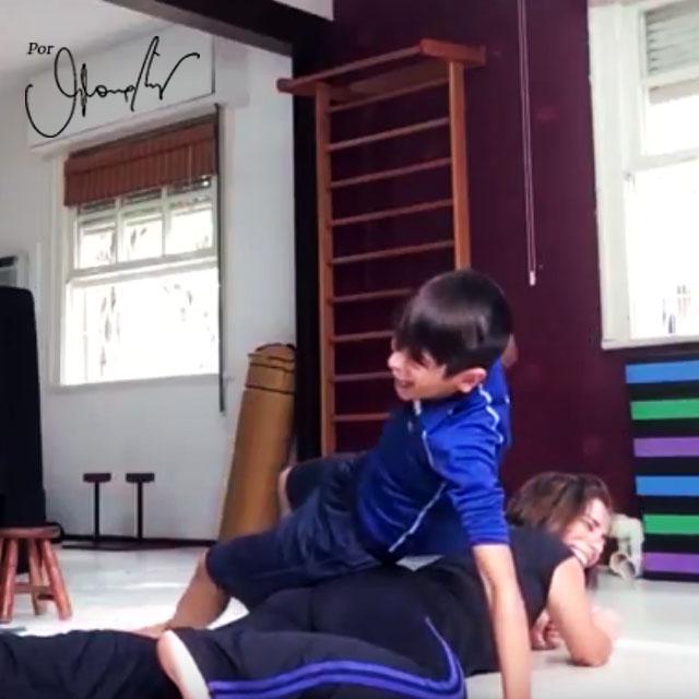 Gloria Pires fala sobre a importância de estimular seus filhos a praticarem exercícios desde pequenos. #quartagloriosa #bemglo #momentobemglo #boasideias #boaspraticas #gloriapires #dicas #exercicios #exerciciosemfamilia