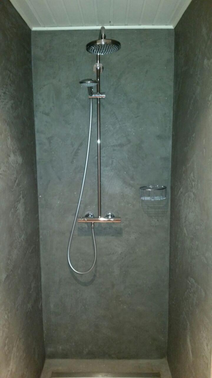 Eine Dusche Ohne Fliesen Fugenlos Das Ist Moglich Mit Dem Mineralischen Putz Percamo Von Volimea Wandgestaltung Bad Ohne Fliesen Dusche Wandgestaltung Bad