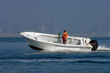 Turn Key Ready Whaler With Low Hour Fuel Efficient Yamaha 4 Stroke Center Console Fishing Boats Boston Whaler Whalers
