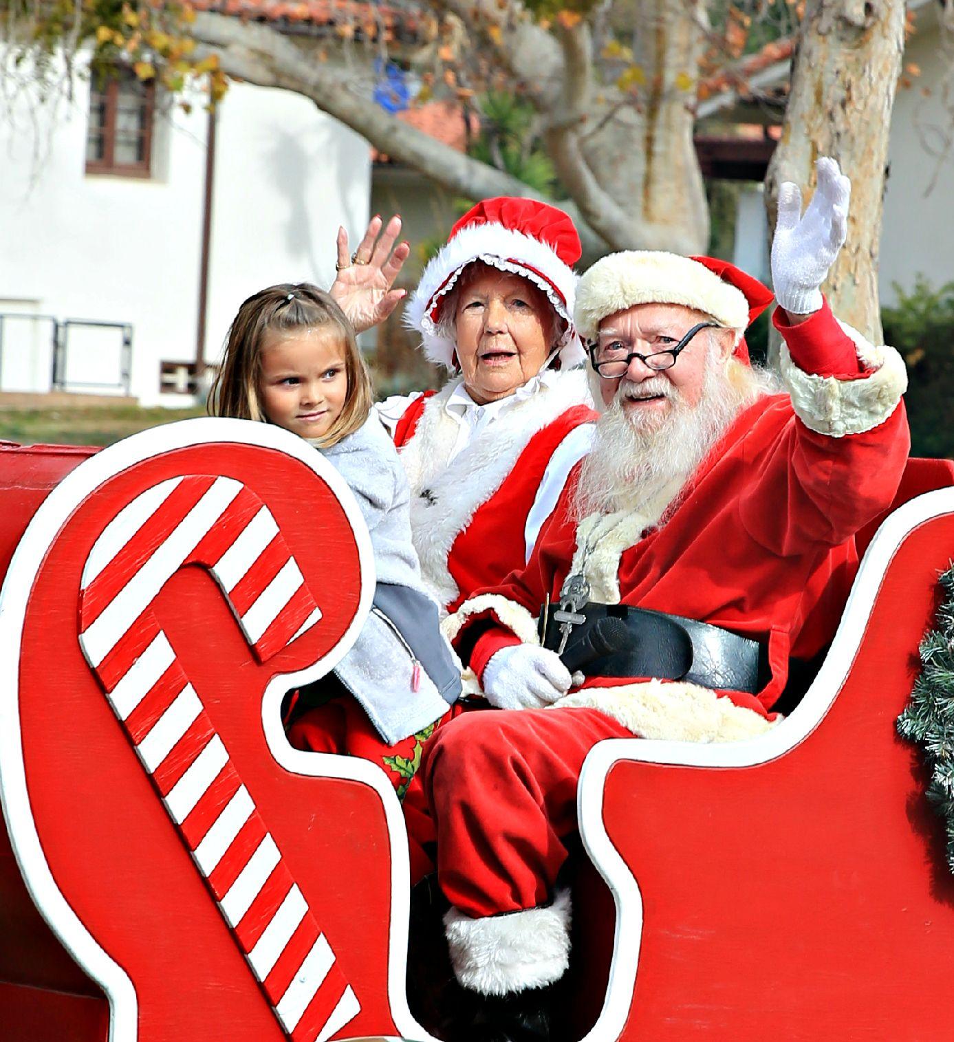 Santa Visits Solvang Parade December 3 11 Am Solvang Santa Santa Ynez Valley