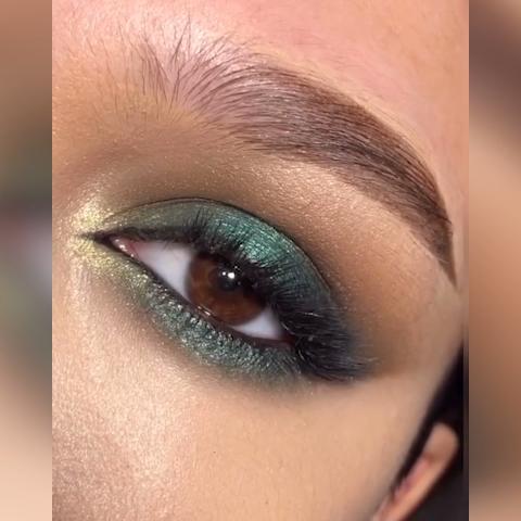 Simple Emerald Green Eye Makeup Tutorial -   13 makeup Blue eyelashes ideas