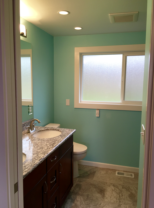 Blue bathroom walls sherwin williams color sw 6765 spa for Sherwin williams bathroom paint colors
