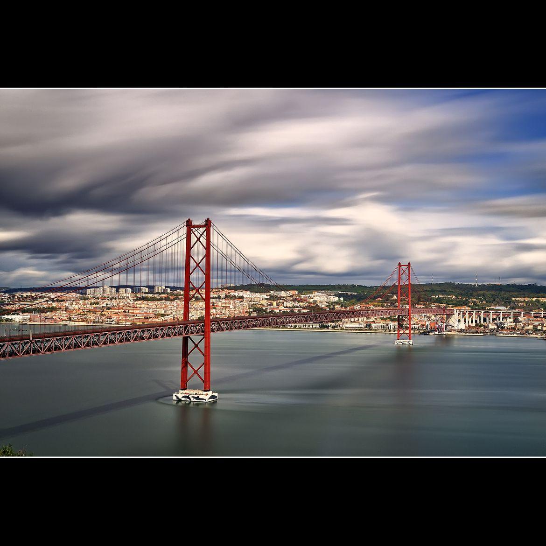 Puente 25 De Abril Mapfre Lisbon Bay Bridge Golden Gate