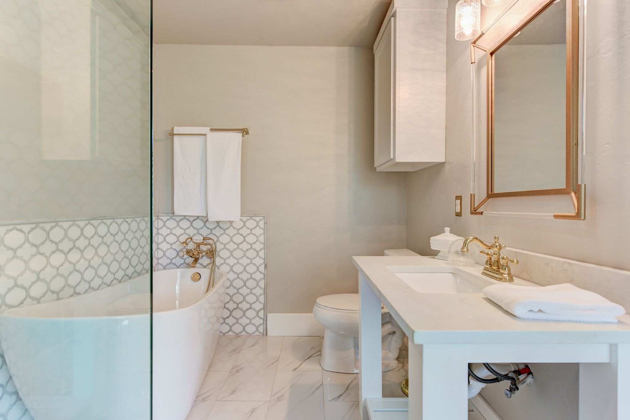 White Thassos And Bianco Carrara Marble Waterjet Mosaic Tile In Arabesque Marrakech Video Video Bathroom Wall Tile Bathrooms Remodel Tile Bathroom