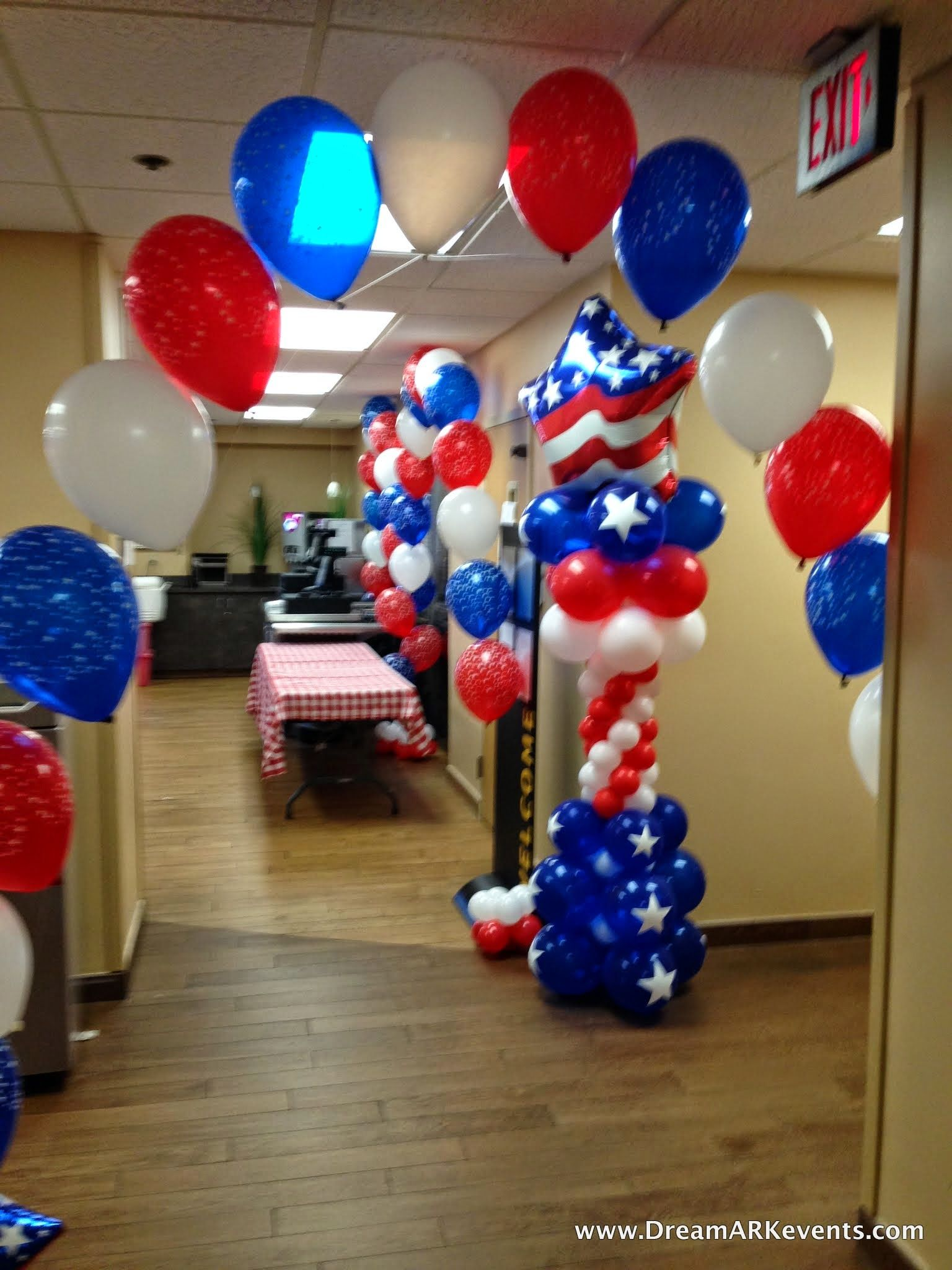 4th Of July balloon decoration with balloon arch, balloon ...