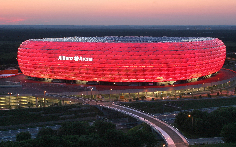 Футбольный стадион байерн мюнхен фото