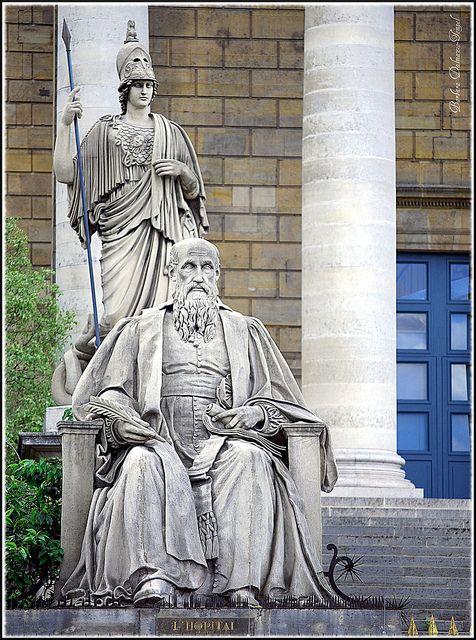 Michel De L Hospital Le Conciliateur Par Louis Pierre Deseine Et Athena Par Philippe Laurent Roland Statue Fountain Statue Greek Statue