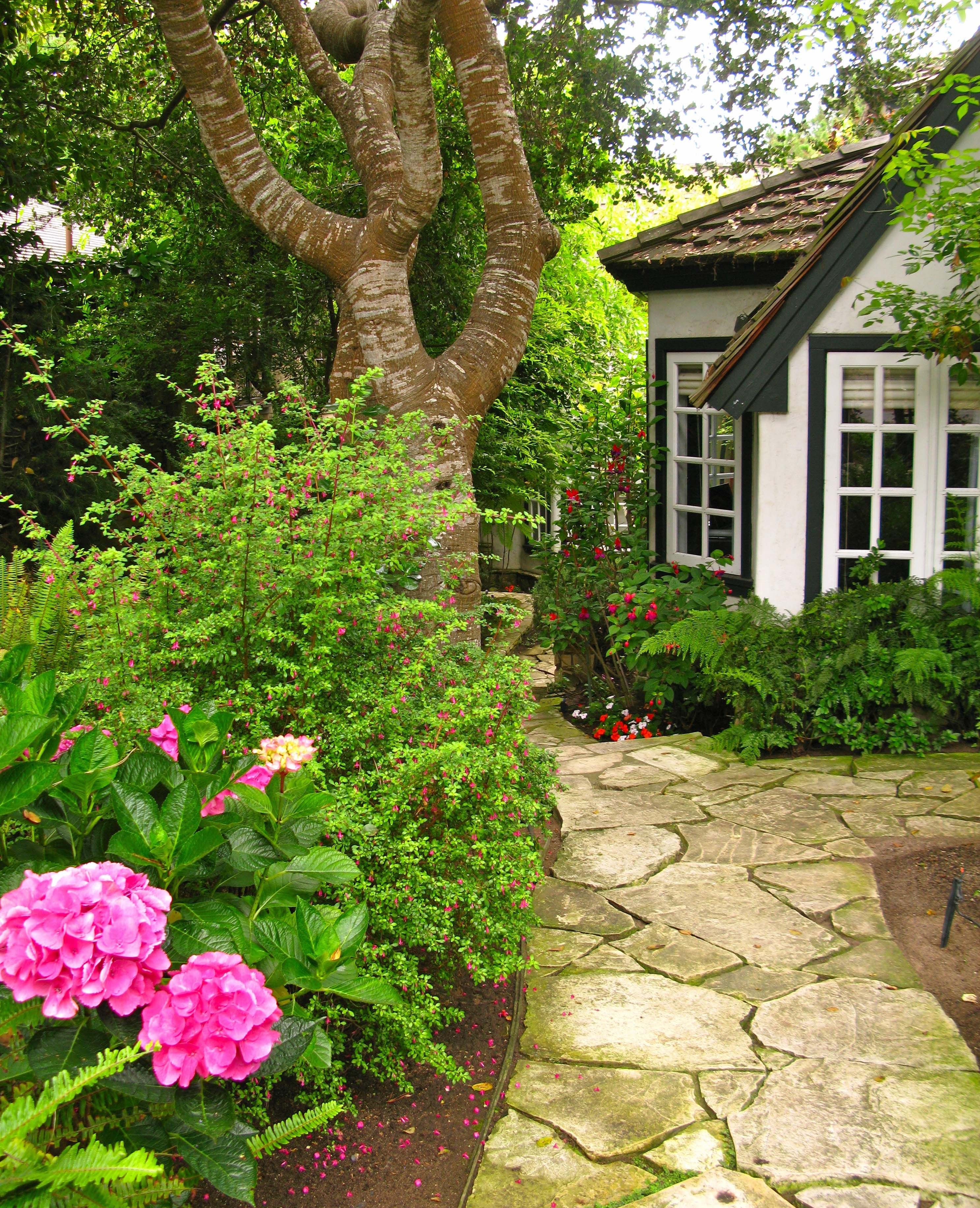 Natural Pavers Cottage Beautiful Gardens Cute Cottage