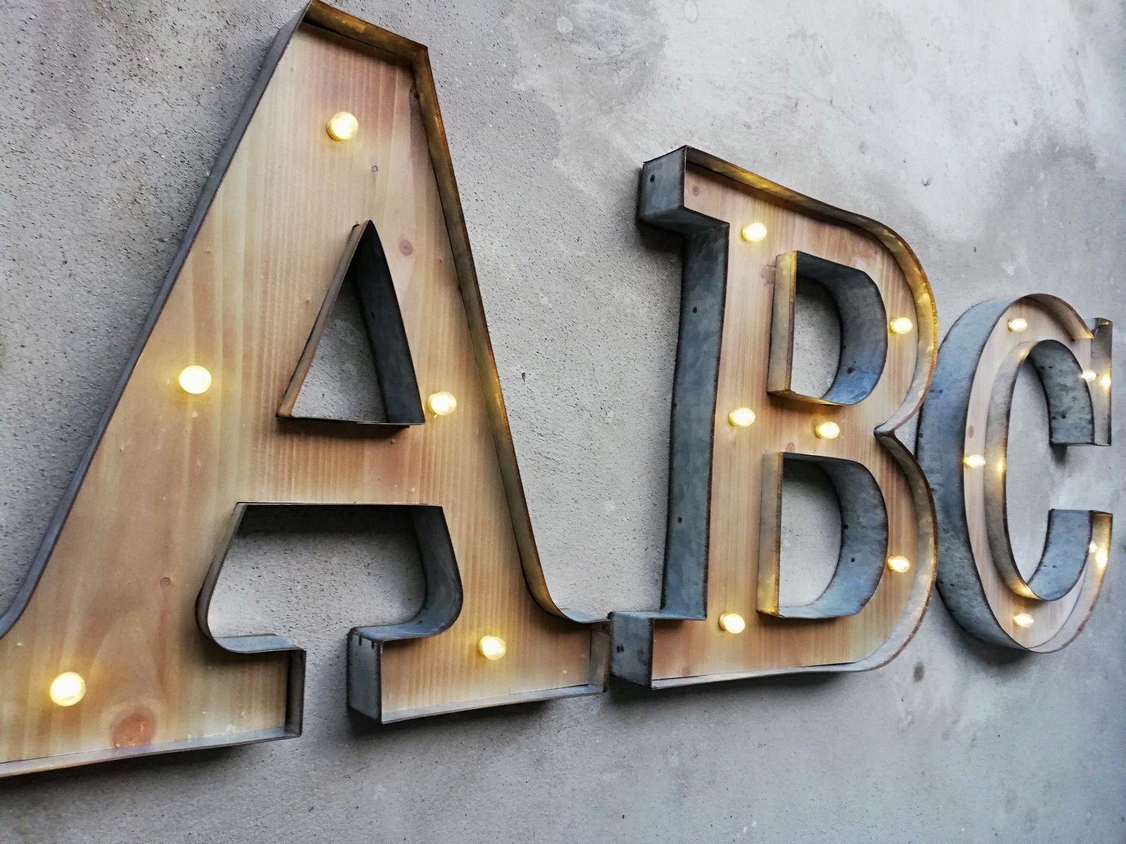 Alphabet Als Leuchtbuchstaben Aus Metall Und Holz Leuchtbuchstaben
