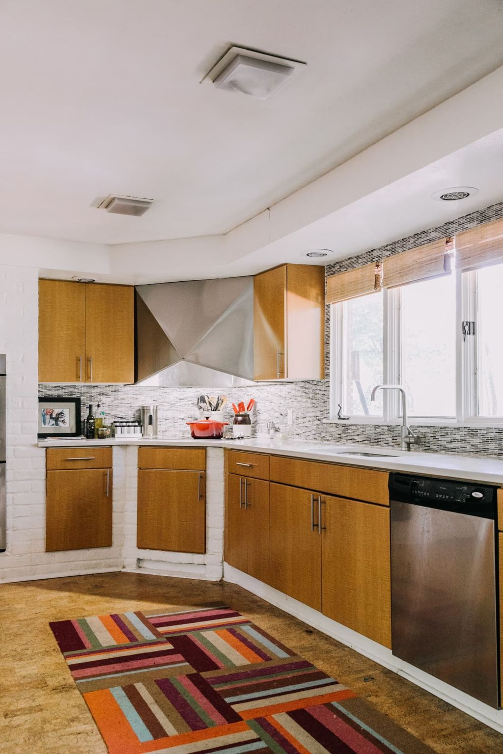 30 Popular Wooden Cabinets Design Ideas For Your Kitchen Decor In 2020 Kitchen Cabinets For Sale Mid Century Modern House Buy Kitchen Cabinets