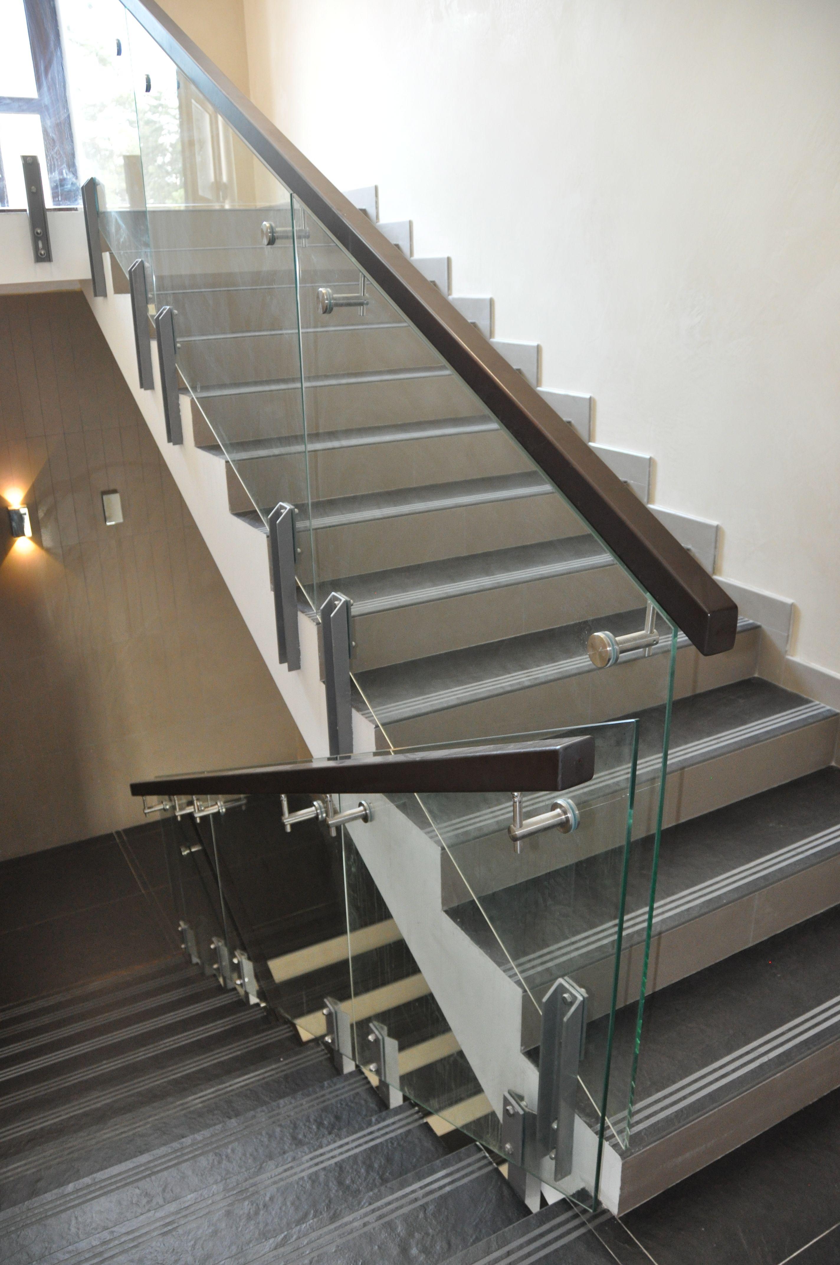 Glass Railing Стеклянное ограждение на стальных стойках с
