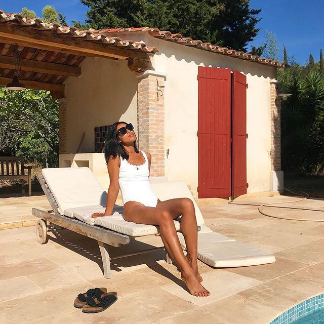 Sunbathing  . #today #hello #hi #bonjour #goodmorning #weekend #morning #sunday #happyweekend  Sunba...