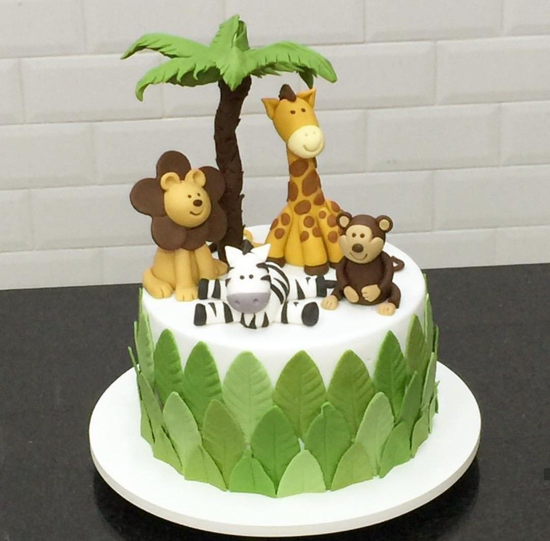 Pin By Mirela Aljic On Cakes With Images Baby Birthday Cakes