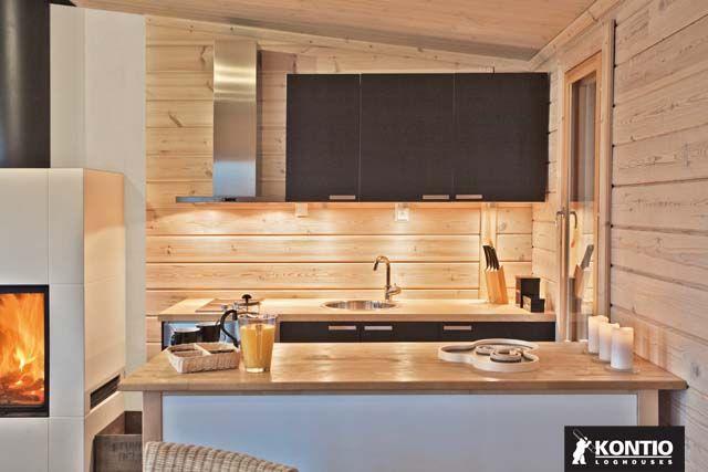 Coin cuisine dans un chalet en bois KONTIO. http://www.kontio.fr ...